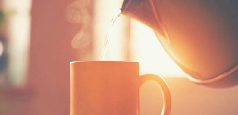 هل يؤثر شرب الماء الدافئ صباحا على تخفيف وزنك؟
