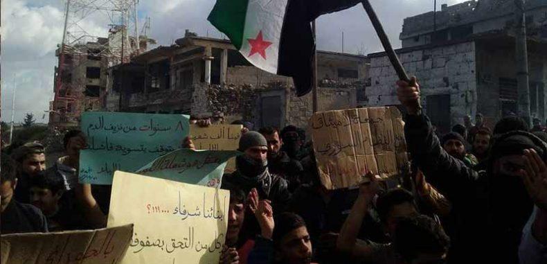 مظاهرة في درعا تطالب بالمعتقلين وتخوّن المتطوعين في صفوف الأسد