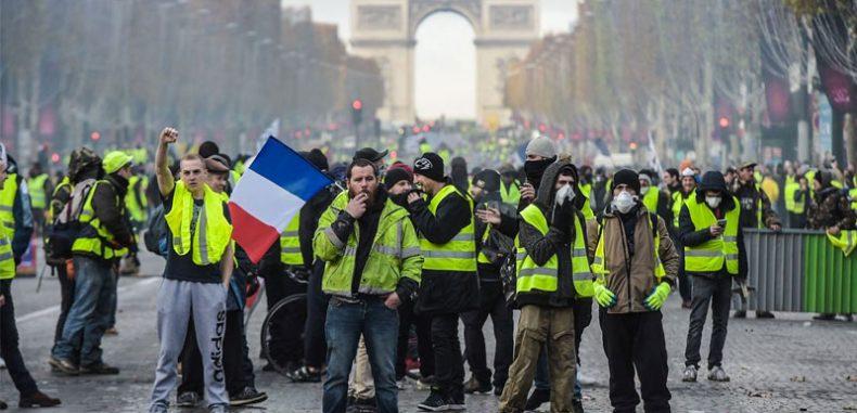 """""""السترات الصفراء"""" هوية احتجاجية فرنسية جديدة.. ما هي؟"""