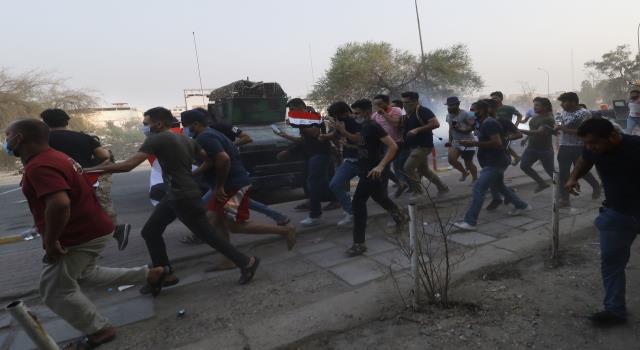 الأمن العراقي يستخدم الغاز المسيل للدموع لتفريق تظاهرة في البصرة