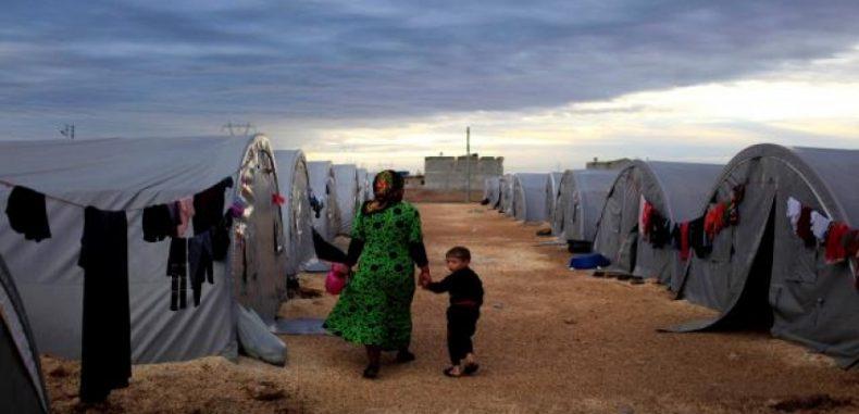 سيدة سورية تحرق نفسها وأطفالها في مخيم الركبان