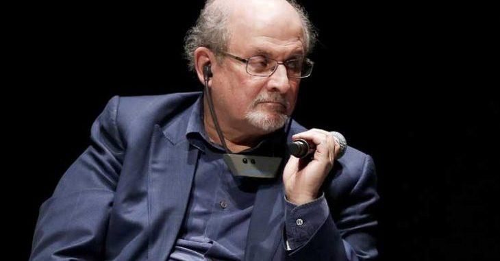 """سلمان رشدي لا يريد """"العيش متخفيا"""" بعد 30 عاما على فتوى الخميني بحقه"""