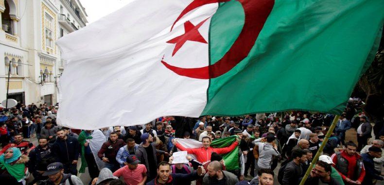 الحراك الجزائري السلمي أمام اختبار تاريخي