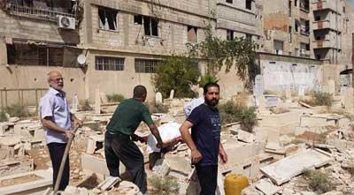صحيفة: ضباط روس يشرفون على نبش قبور حي اليرموك الدمشقي.. والأسباب صادمة