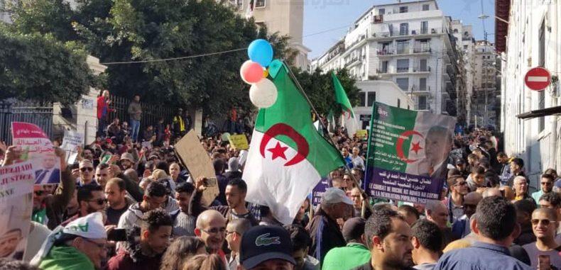 """حراك الجزائر يقترب من عامه الأول: """"يستمر النظام فيستمر النضال"""""""