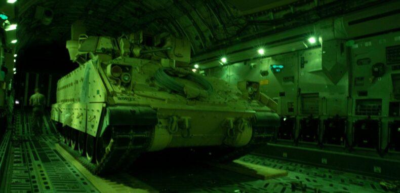 """""""لا نسعى لصراع مع دولة أخرى"""".. أمريكا تنشر وحدات من المدرعات القتالية في سوريا"""