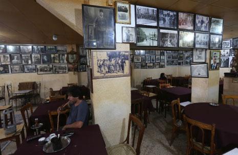 يرى العجب مَن لم يزر مقهى المثقفين في حلب