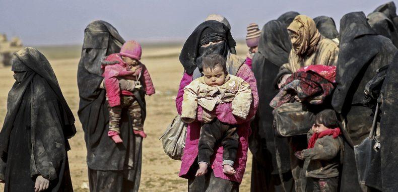 """بمبالغ طائلة.. تفاصيل """"الهروب الكبير"""" لعوائل عناصر داعش إلى إدلب"""