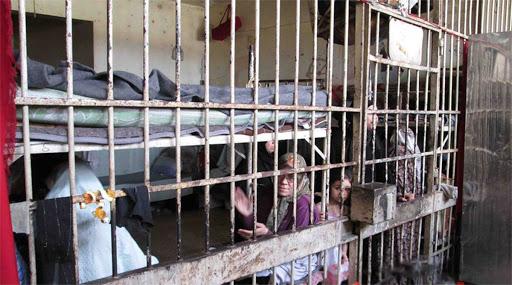 الأسد يصدر عفوًا يشمل مرتكبي الجرائم ويستثني المعتقلين