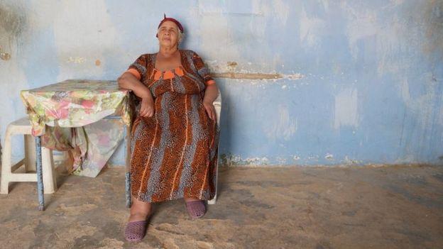 """""""143 طريق الصحراء"""" : لغز امرأة اختارت العيش منفردة على حافة الصحراء الجزائرية؟"""