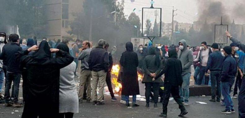 ذكرى احتجاجات إيران الأولى: غضب وحزن وترهيب لأسر قتلى التظاهر