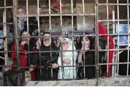 سجون الأسد بأسماء ضباط وهمية بين تعنيف النساء واغتصابهن.. تحقيق صحفي مستند على شهادة معتقلة خرجت مؤخراً