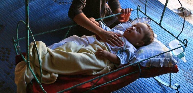 سوريون يتخلّون عن مواليدهم
